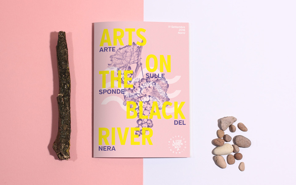 progetto grafico brochure festival Arts On The Black River