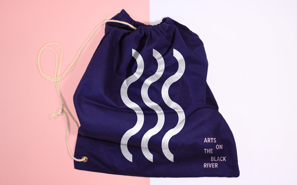 progettazione immagine coordinata festival Art On The Black River, tote bag